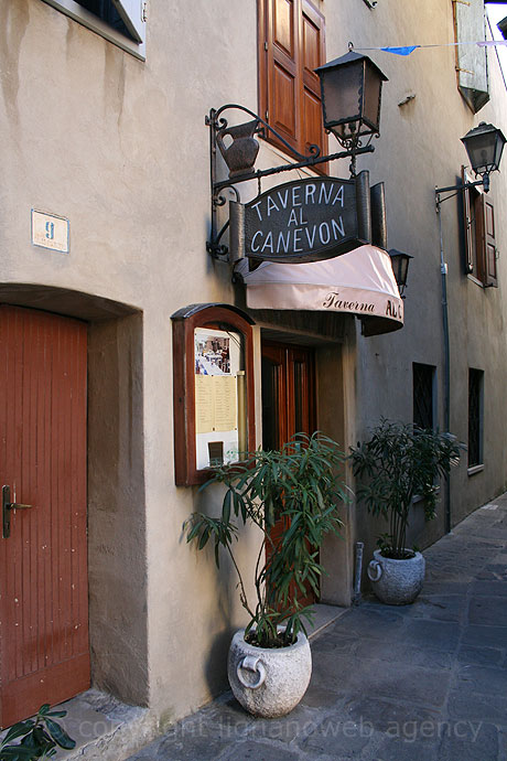 Al canevon tavern at grado